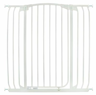 This is an image of a white chelsea auto close baby gate by Dreambaby.