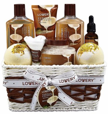 This is an image of a spa gift set for women by Lovery.